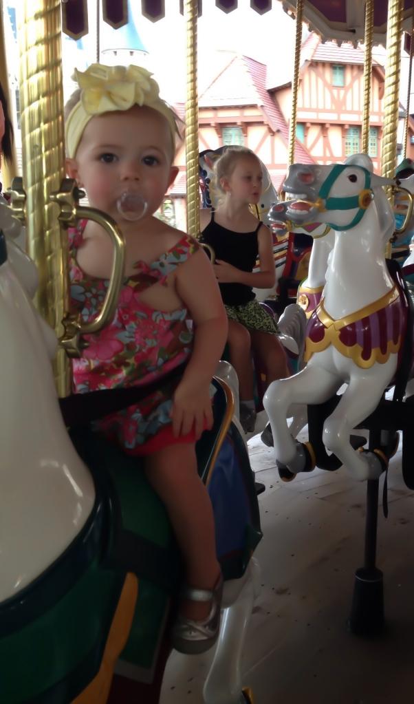 Aniston.carousel